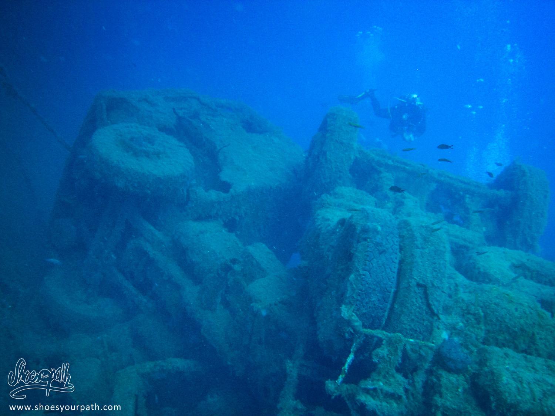 """Un des semi-remorques dans le """"upper cargo"""" ayant sombré avec le Zenobia - Chypre"""