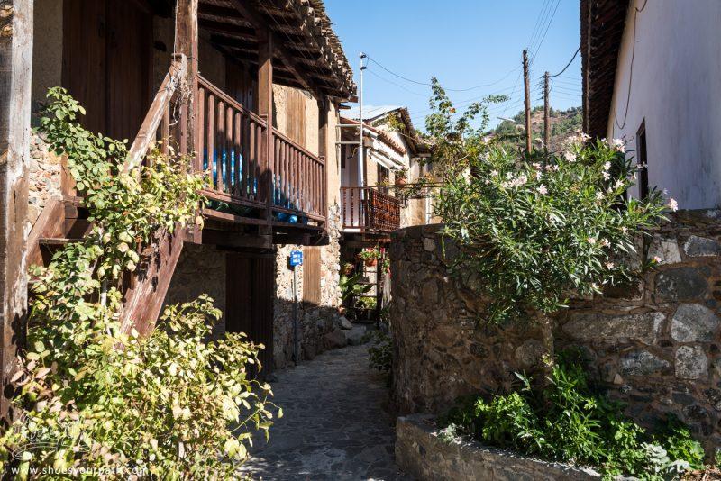 Dans Les Ruelles Du Vieux Village De Kakopetria - Chypre