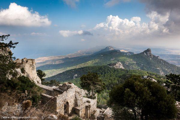 La Vue Sur La Chaîne De Kyrenia Et La Péninsule De Karpaz Depuis Le Château De Kantara