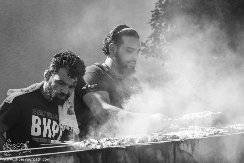 Même Durant Un Festival De La Pomme, Le Barbecue Pour Les Kebab Et Grillades Est De Sortie !