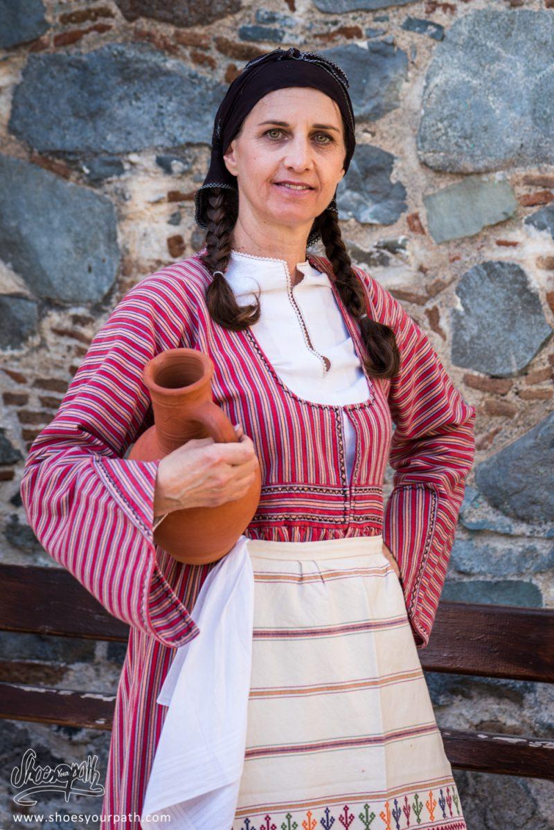 Danseuse En Habits Traditionnels Pour Le Festival De La Pomme De Kyperounta - Chypre