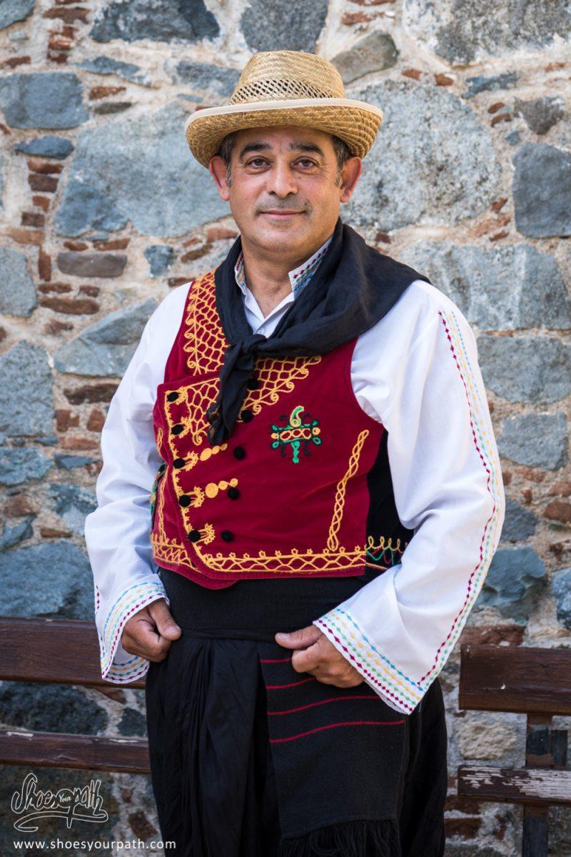 Danseur En Habits Traditionnels Pour Le Festival De La Pomme De Kyperounta - Chypre