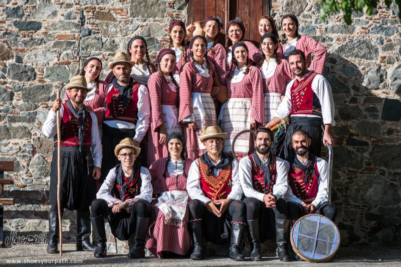 La Troupe De Danseurs Du Festival De La Pomme De Kyperounta