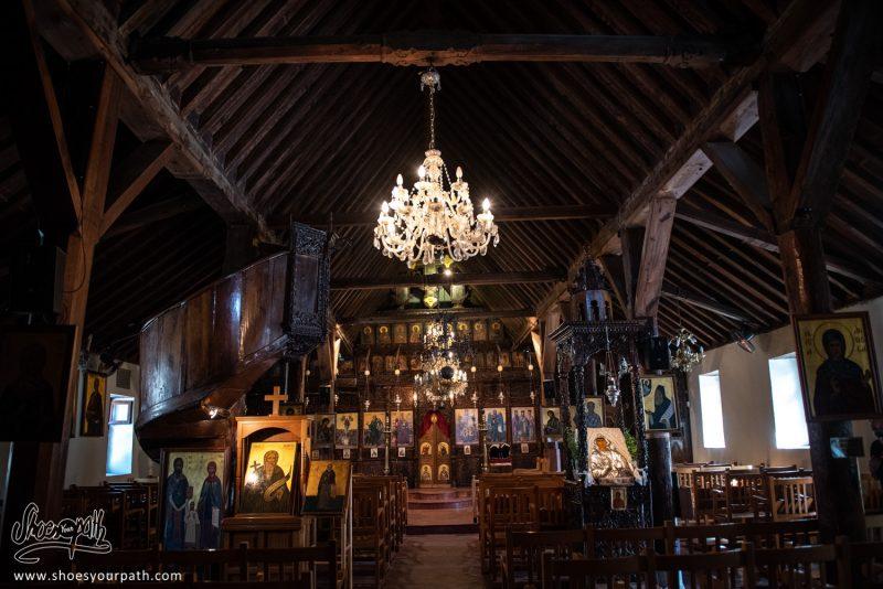 L'intérieur De La Jolie église Orthodoxe De Kyperounta