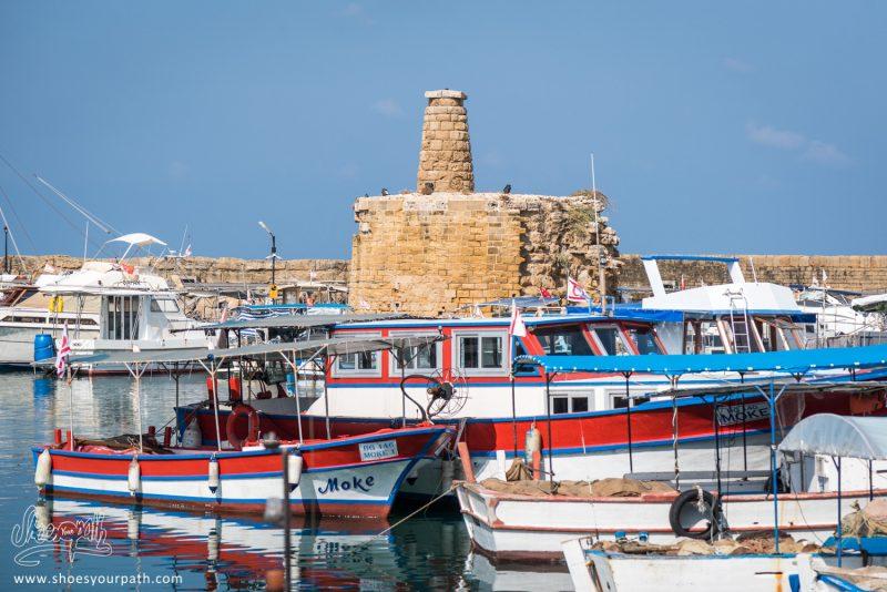Petits Bateaux De Pêche Dans Le Port De Kyrenia