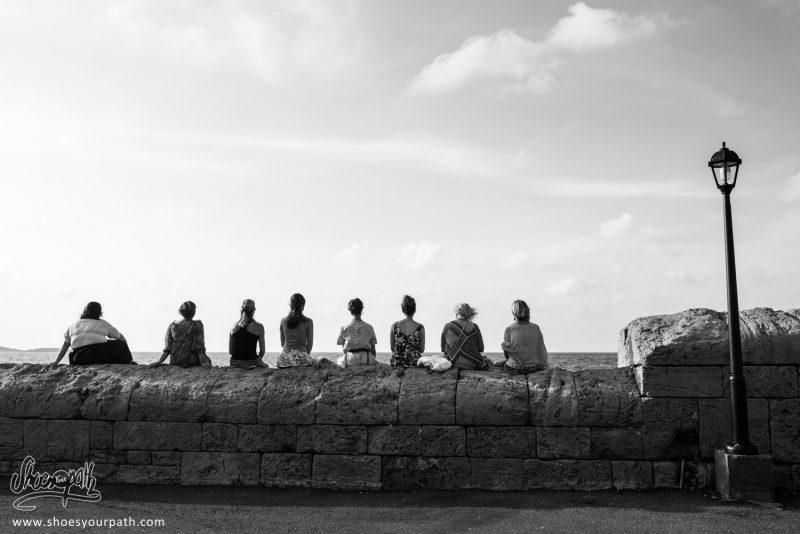 Sur La Jetée Du Port De Kyrenia, Les Chypriotes Se Détendent