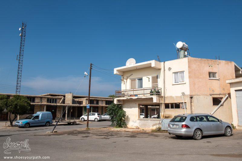 Dans Les Villages De Chypre Du Nord. Ici, Une Maison à Peu Près En Bon état.