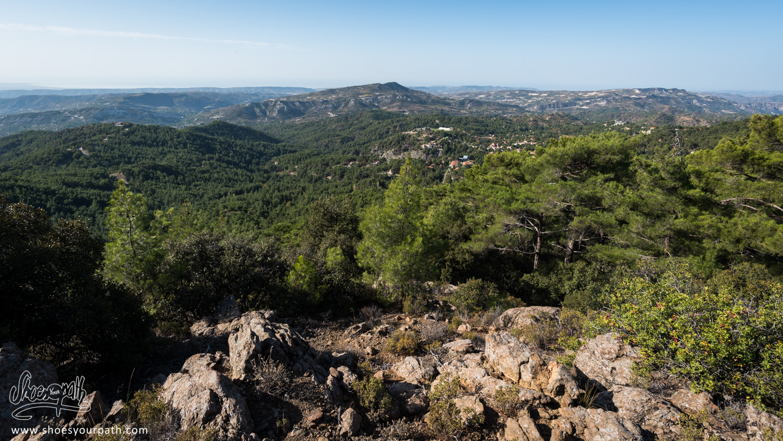 Depuis les hauteurs de Troodos, nous admirons une vue panoramique sur l'île de Chypre