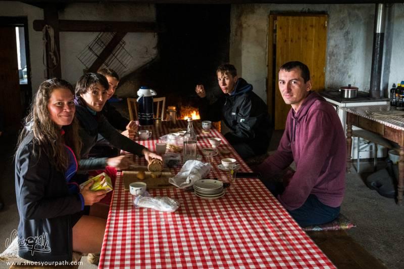 Petit Déjeuner Chez Toinette Et Roger. Quel Accueil ! Merci Mille Fois Pour Votre Gentillesse !
