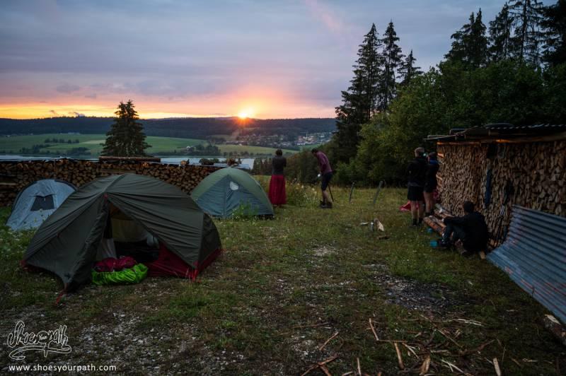 Première Nuit De Bivouac Avec Coucher De Soleil Et Vue Sur Le Lac De Saint Point