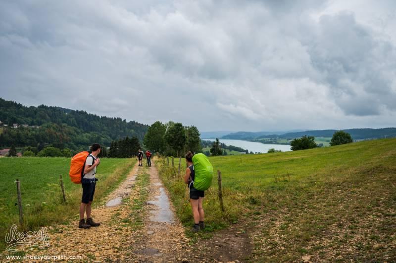 Sur Le GR5 / GTJ, En Arrivant Au Lac De Saint-Point