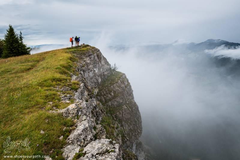 Au Sommet Du Mont D'Or, Nous Surplombons Les Vallées Et Les Nuages