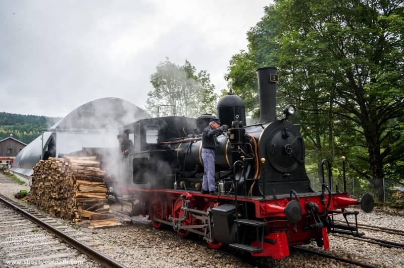 La Vieille Locomotive à Vapeur Des Hopiteux-Neufs