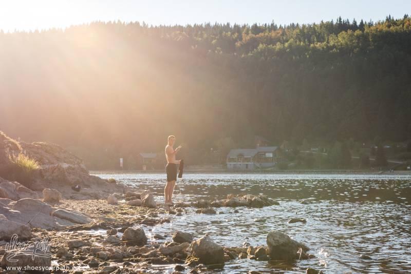 Quart D'heure Lessive Et Toilette Dans Le Lac Des Rousses Pour Arthur