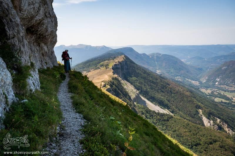 Sur L'étroit Chemin à Flan De Falaise Menant à La Grotte De Marie Du Jura