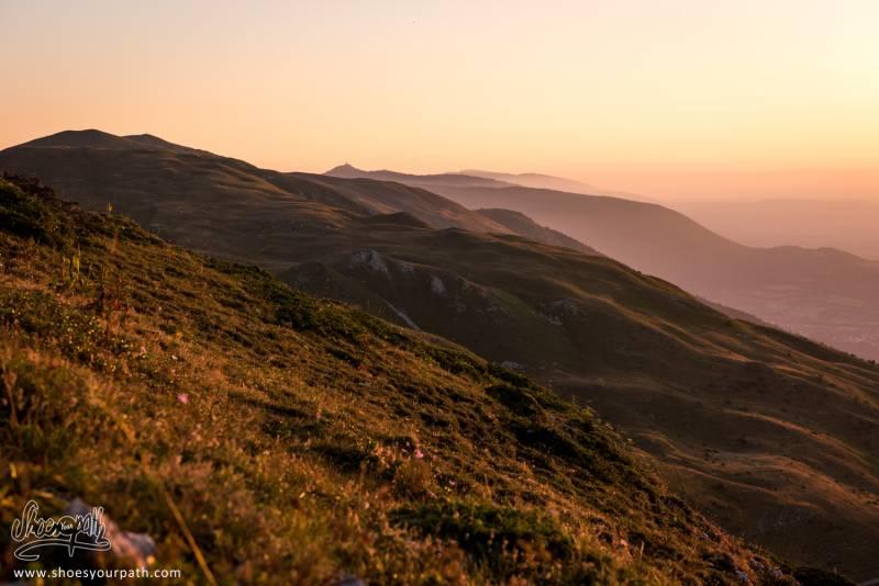 Lever De Soleil Sur Les Crêtes Du Jura