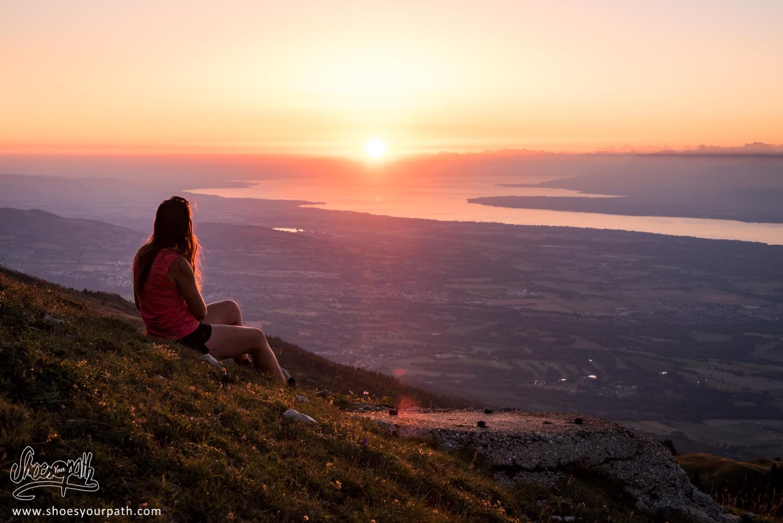 Lever de soleil sur le lac Léman depuis les crêtes du Jura