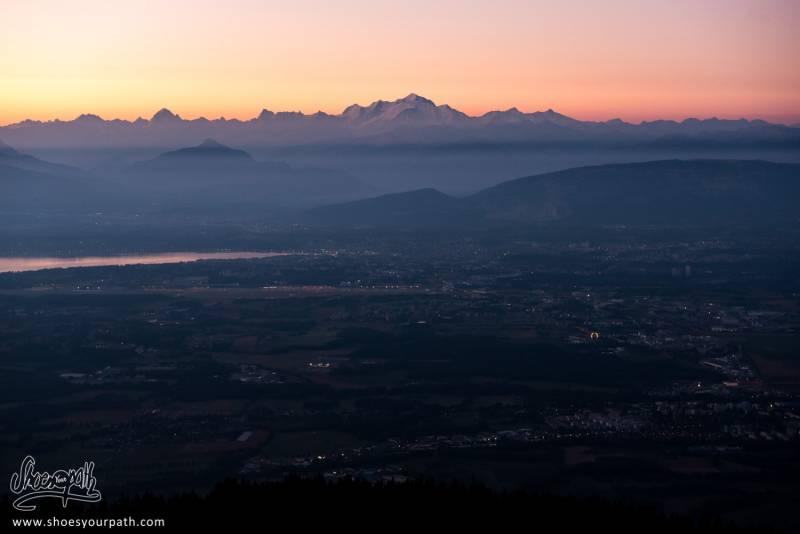 Lever De Soleil Sur Le Mont-Blanc Depuis Les Crêtes Du Jura