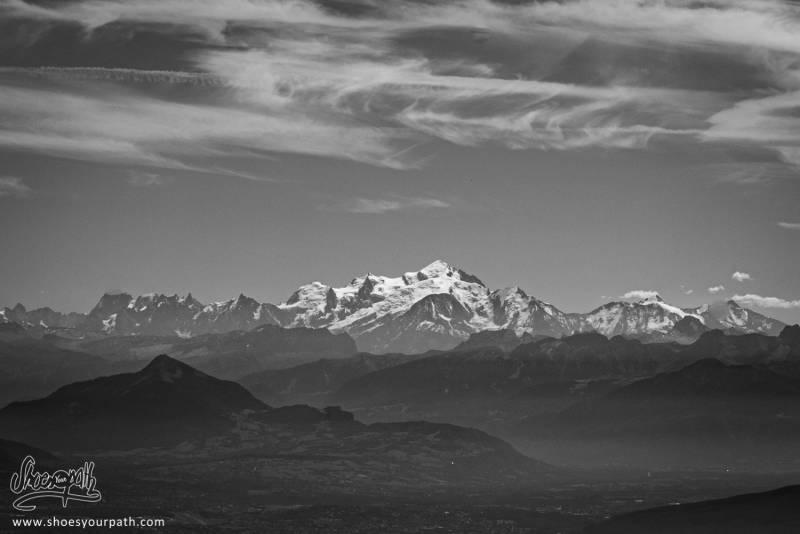 Le Majestueux Mont-Blanc Trônant Sur Les Alpes.